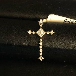 Jewelry - Diamond Cross in 18kt Yellow Gold.
